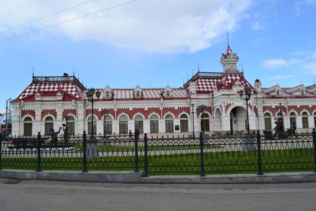 скульптуры_у_вокзала-музея_skul'ptury_u_vokzala-muzeya