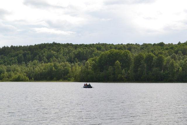 лодка_на_озере_lodka_na_ozere