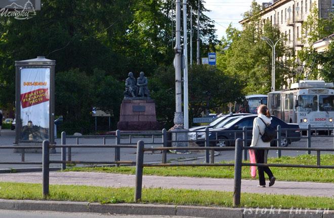 памятник_К.Марксу_и_Ф.Энгельсу_pamyatnik_K.Marksu_i_F.Engel'su