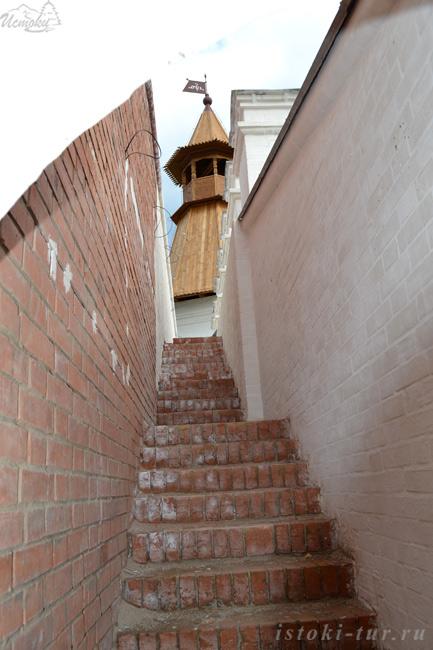 лестница_в_стене_lestnitsa_v_stene