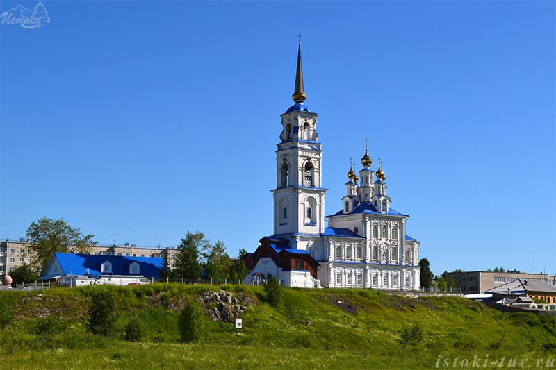 Петропавловская церковь Походяшина у слияния Ваграна и Колонги.