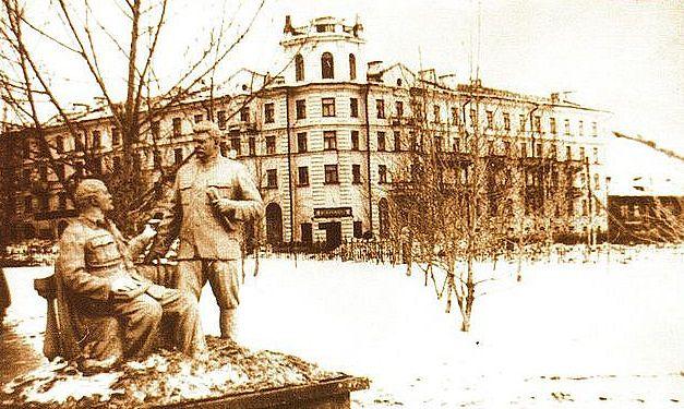 скульптура_Ленин_и_Сталин_skul'ptura_Lenin_i_Stalin